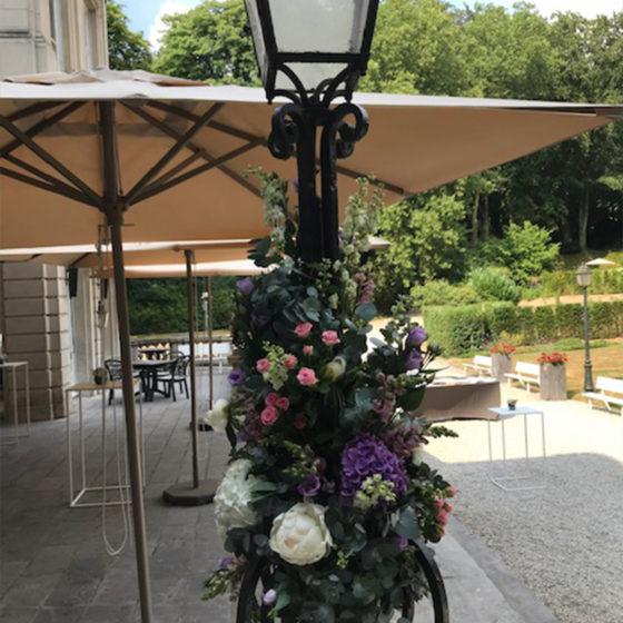 Composition florale lampadaire événement monsieur fleur photo